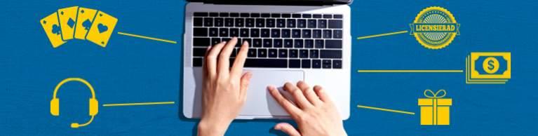 Laptop från ovanifrån, med händer på tangenbordet